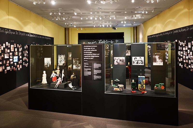 Nuernberg_Spielzeugmuseum_Bitte_laecheln_36_nb